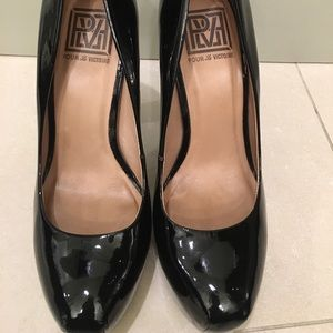 Pour La Victoire black patent leather heels 👠